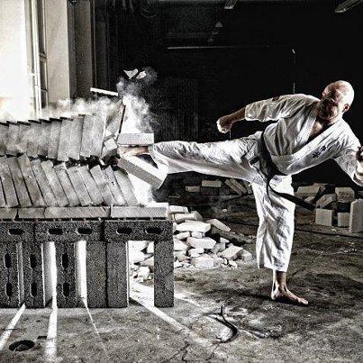 Risultati immagini per Le lesioni più comuni nel karate
